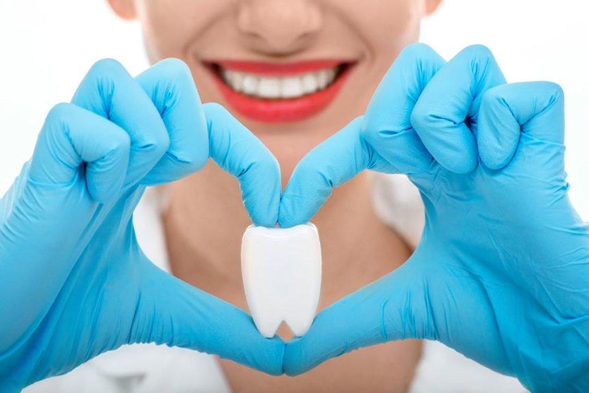 Scopri perché, per risparmiare sul dentista (e non soffrire), il Check Up della tua salute dentale è indispensabile.